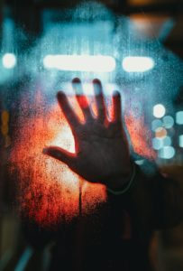 Chacun dans sa réalité - le fossé relationnel (c) Josh Hild - Unsplash