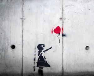 Acte symbolique pour lâcher prise (c) Karim Manjra - Unsplash